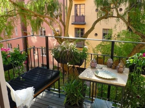 Balcony decorating contest for Cool apartment patio ideas